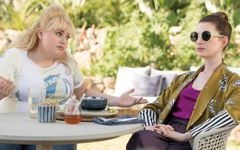 Picture of Rebel Wilson and Anne Hathaway in the film The Hustle